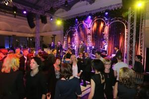 Die Teilnehmer am duo-Unternehmerforum schwangen in der Telekom-Hauptstadtrepräsentanz das Tanzbein.