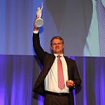Dipl. Ing. (FH) Paul Heinz Bruder, geschäftsführender Gesellschafter BRUDER Spielwaren GmbH + Co. KG  nimmt die Auszeichnung entgegen.